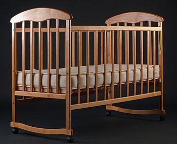 Лакированная кроватка ольха светлая