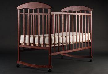Лакированная кроватка ольха темная